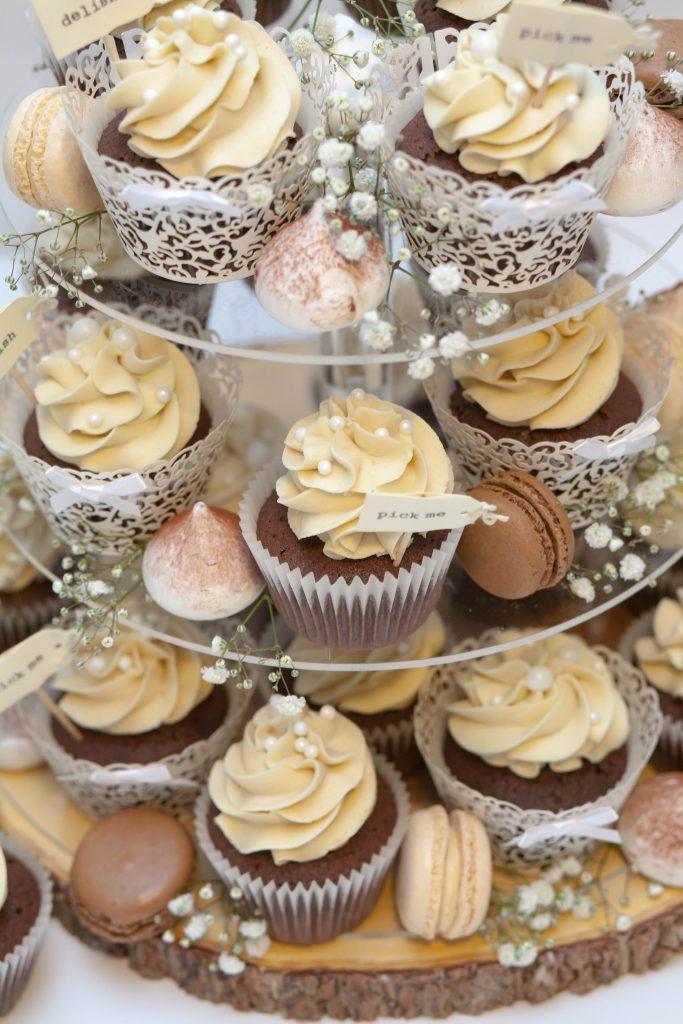 Cupcakes, Meringues & Macarons